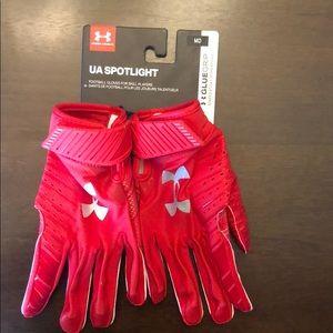 Under Armour Men's NWT football gloves